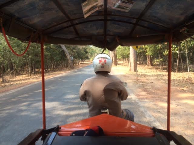 カンボジアひとり旅で乗ったトゥクトゥクの写真