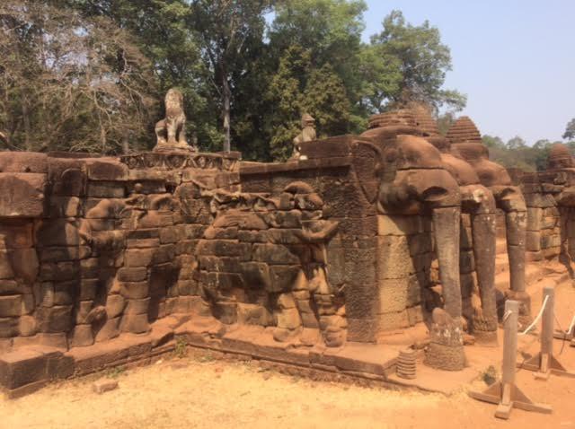 カンボジアのオプショナルツアーで見た象のテラスの写真