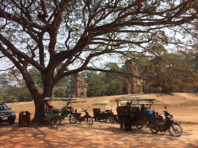 カンボジアのオプショナルツアーで見たサーカスの遺跡