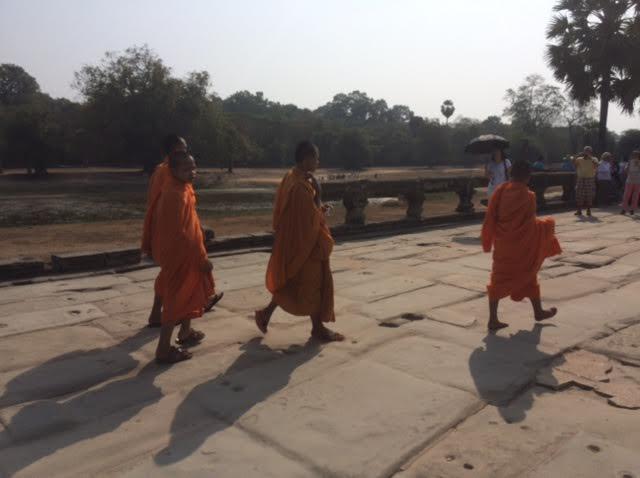 カンボジアのオプショナルツアーで見た昼間のアンコールワットの写真