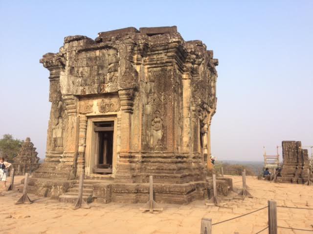 カンボジアのオプショナルツアーで見たプノンバケン