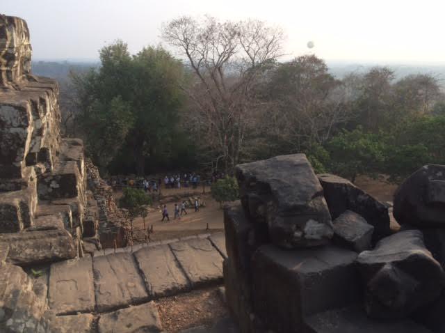カンボジアのオプショナルツアーで見たプノンバケン写真
