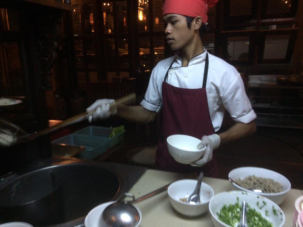 カンボジアのオプショナルツアーで食べた夕食の写真
