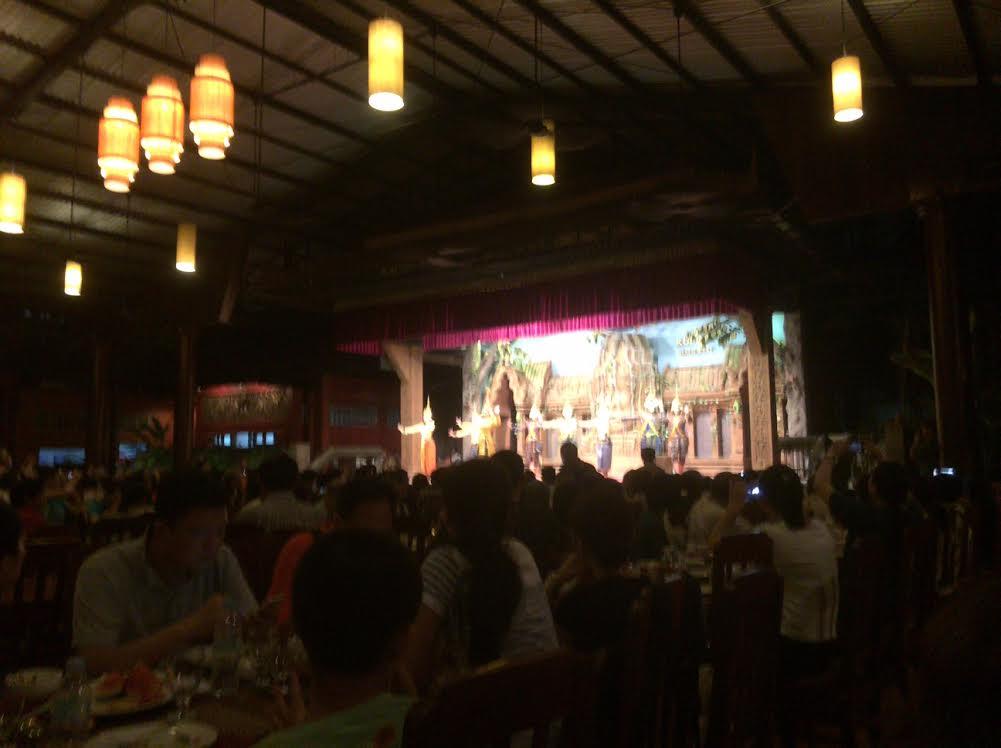 カンボジアのオプショナルツアーで見たアプサラダンスの写真
