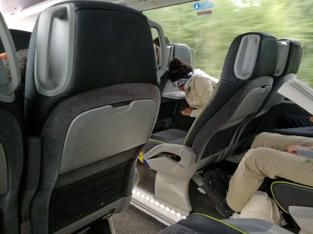 レンヌ行きの高速バスの車内写真