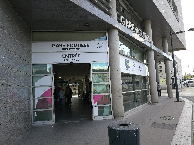 レンヌからモンサンミッシェルまでのバスが出てる乗り場