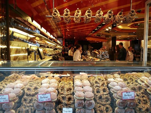 ケルン大聖堂近くのパン屋