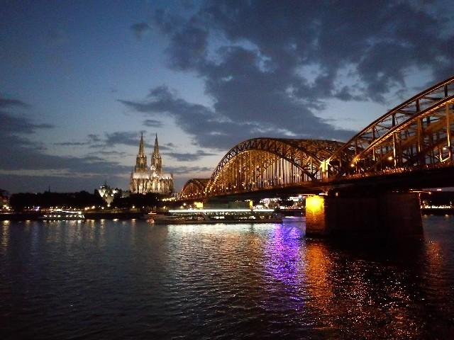 ケルン大聖堂(ドイツ)一人旅で見た夜景の写真