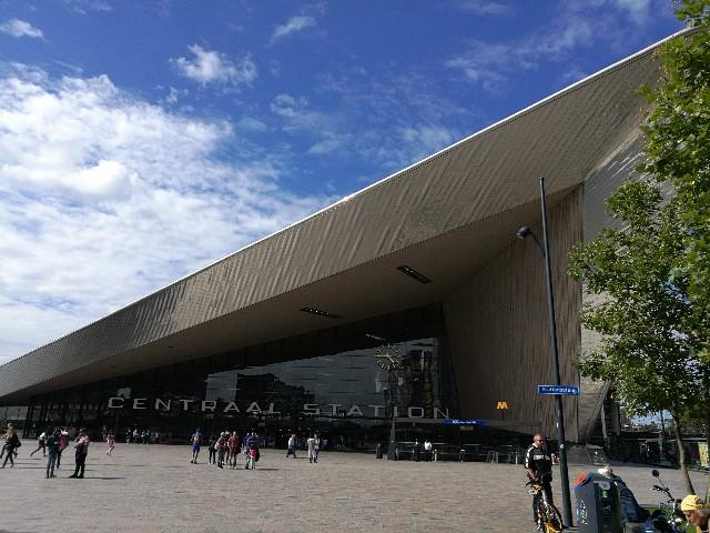 ロッテルダムの駅の写真
