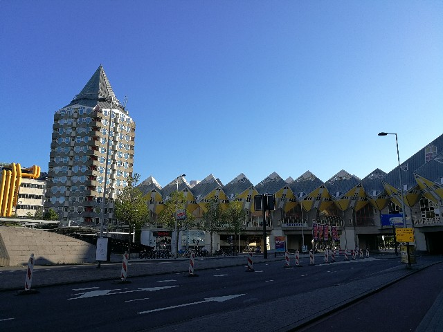 ロッテルダムで見たキュービックハウスの写真