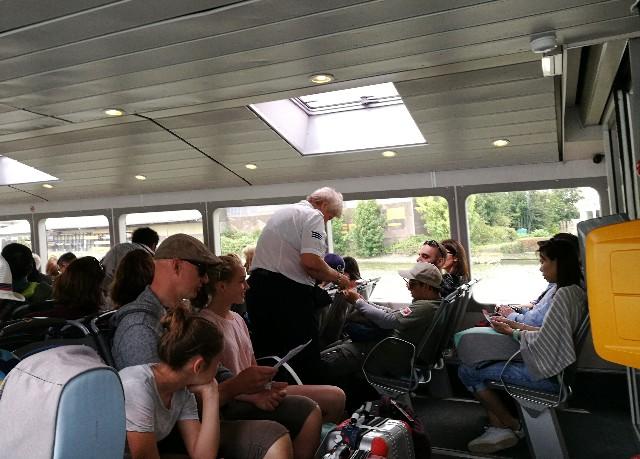 ロッテルダム行きのウォーターバスの写真