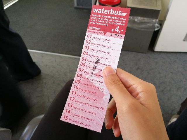 キンデルダイク行きのウォーターバスの写真