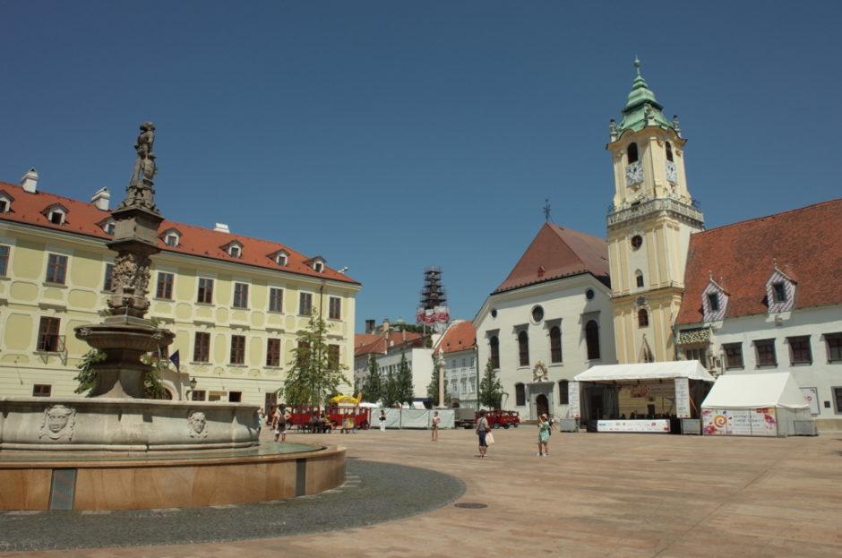 ウィーンから日帰りが格安*スロバキアの首都ブラチスラヴァを観光した ...