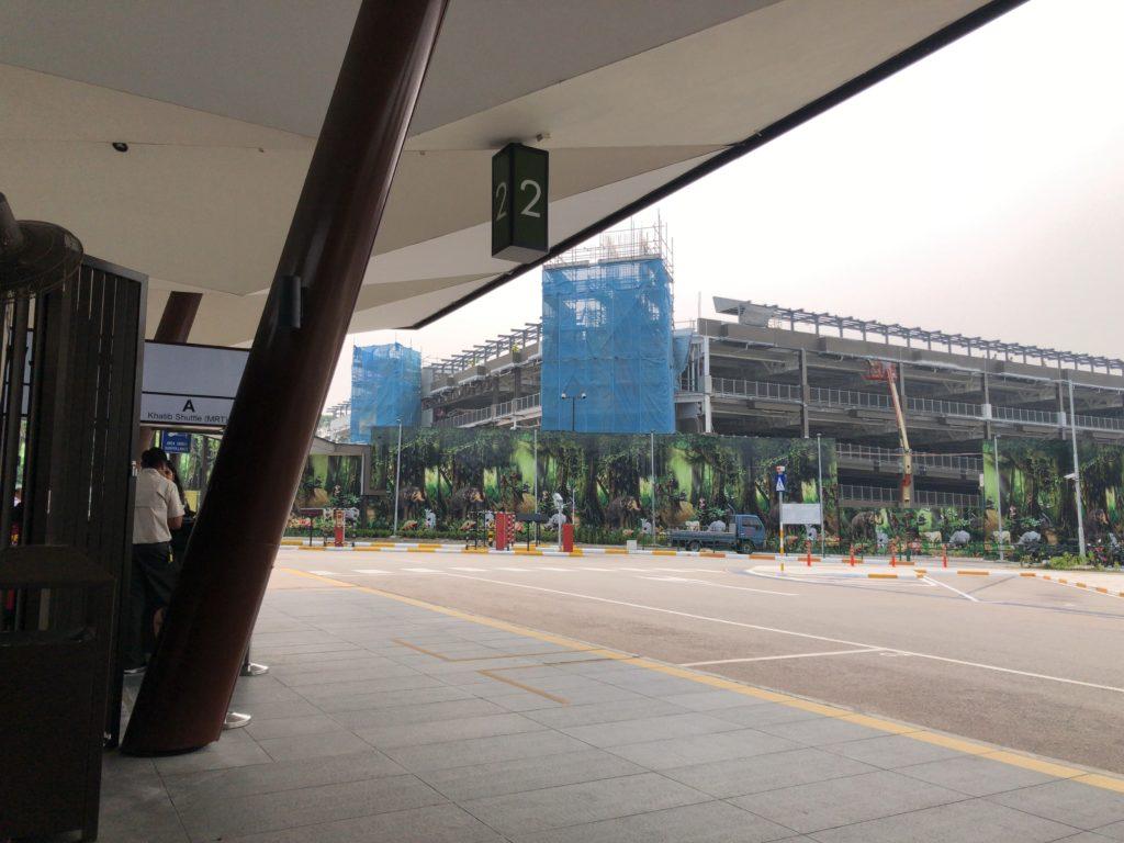 サファリゲートのバス乗り場の写真